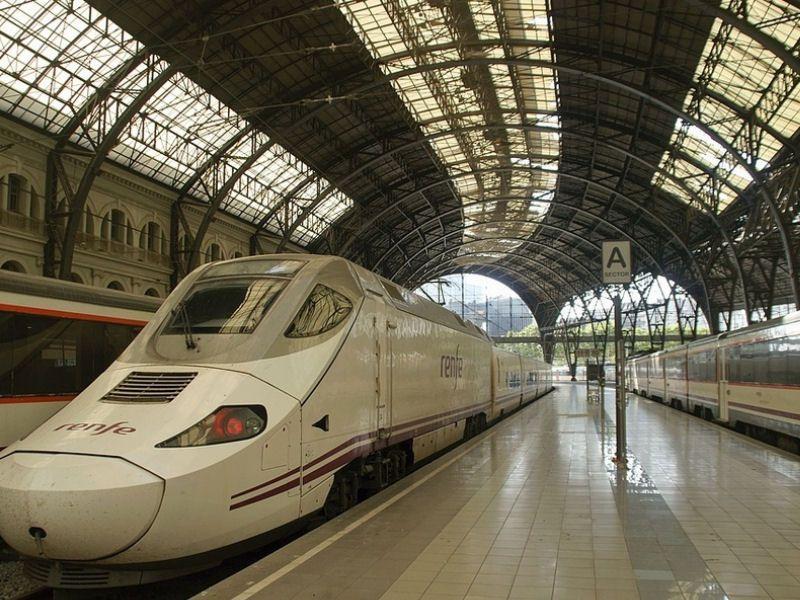 Train station transfer – Blue Car Line Barcelona